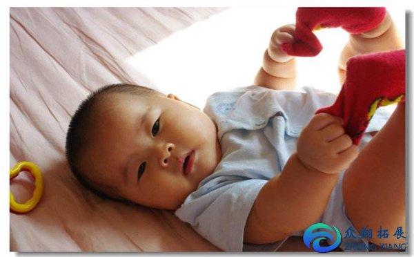 婴儿亲子游戏的重要性 婴儿肢体互动游戏