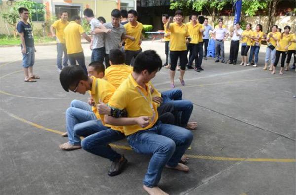 背对背坐地起身技巧与诀窍